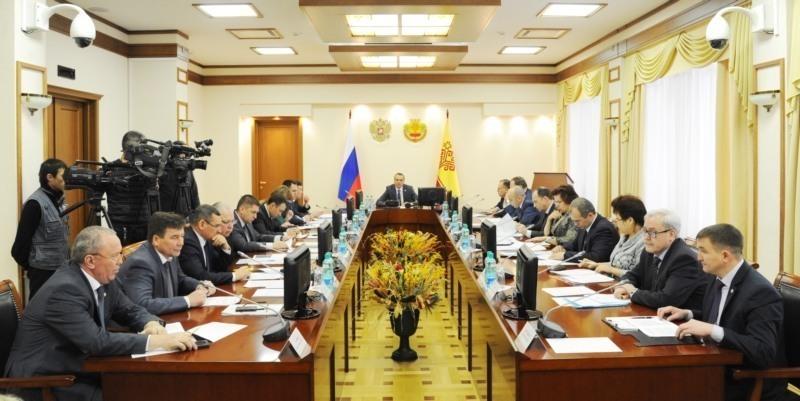 Заседание членов Правительства республики началось с обсуждения заболеваемости