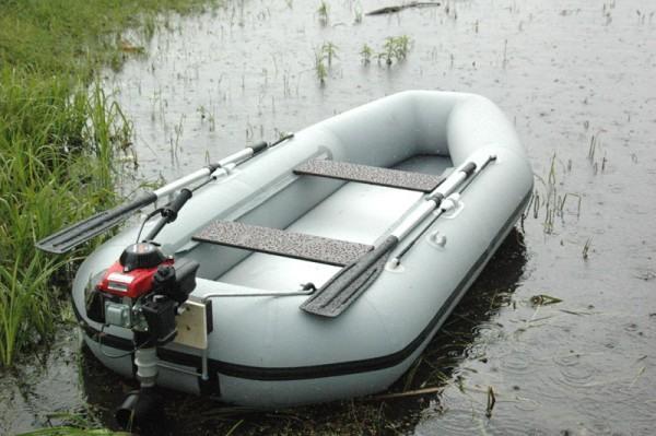 хорошая резиновая лодка под мотор