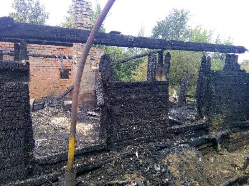 Чебоксарца, устроившего пожар в своем доме, обвиняют в погибели супруги идочери