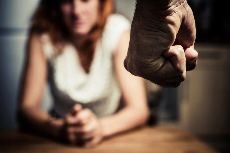 ВЧебоксарах две женщины безумно избили знакомую иотдали ее наизнасилование