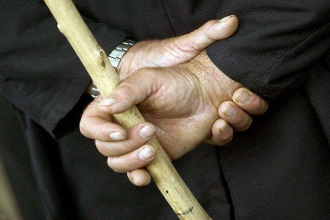 Осуждена жительница Янтиковского района, избившая дочь шваброй запоцелуи смолодым человеком