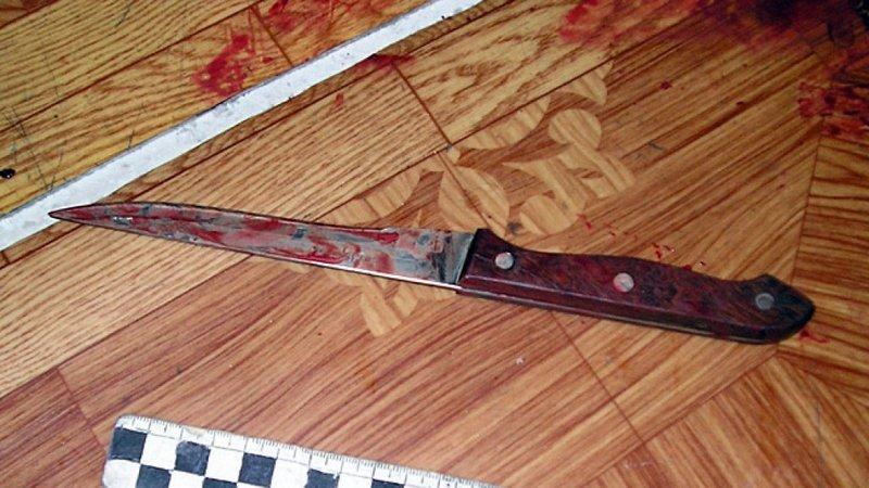 ВКанаше 75-летний мужчина 33 раза ударил ножом малознакомую женщину