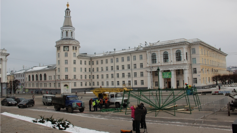 ВЧебоксарах начали установку основной ёлки столицы