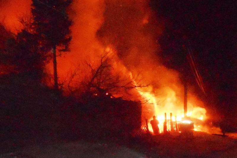 Два человека погибли впожаре в личном доме вЧувашии