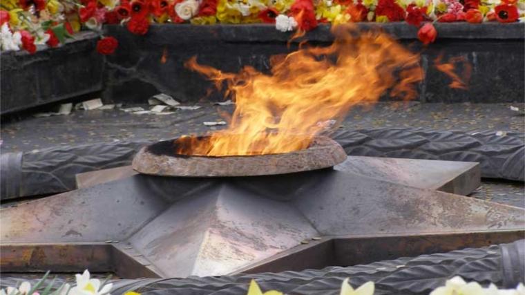 Рабочие газовых компаний провели уборку территорий мемориальных комплексов «Вечный огонь»
