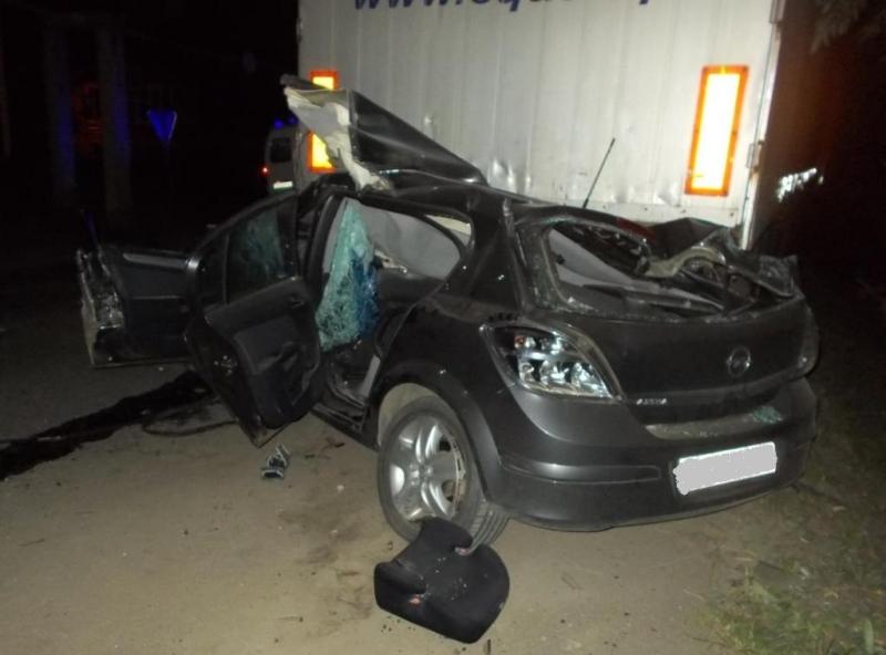 ВЧувашии шофёр  изТатарстана ипассажир погибли, влетев под фургон