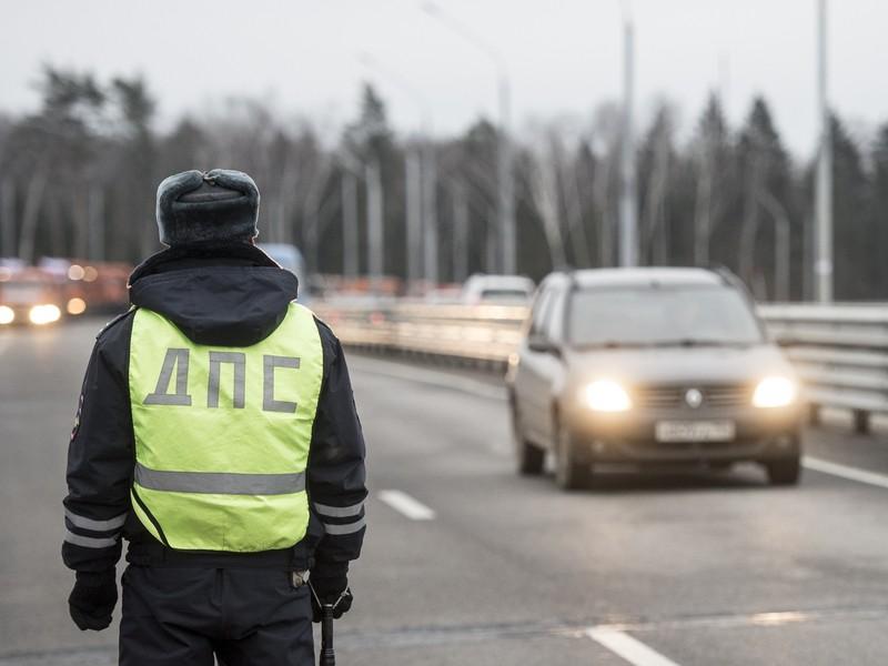 ВАлатыре нетрезвый мужчина гнал отГИБДД, пока некончился бензин