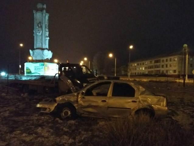 Приезжий шофёр протаранил вЦивильске три машины ивылетел накольцо