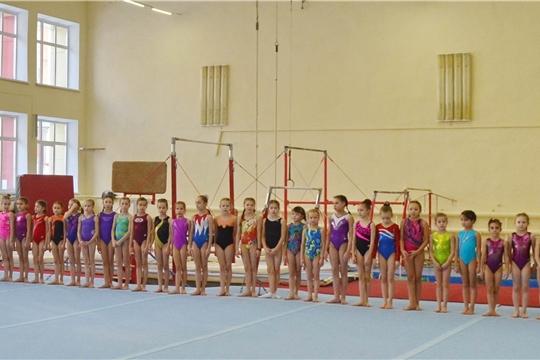Гимнасты разыгрывают медали чемпионата и первенства республики