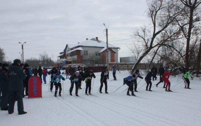 В Чувашии состоялась лыжная эстафета среди сотрудников МЧС России